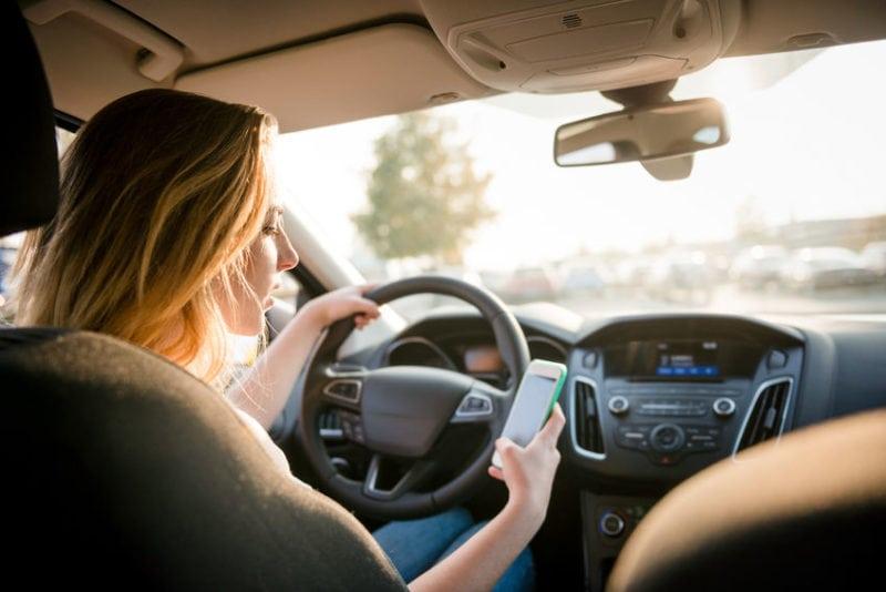 שימוש בסלולרי בנהיגה